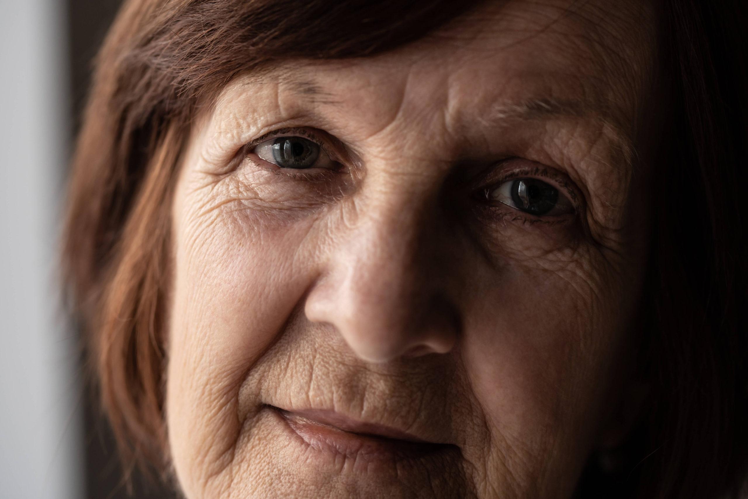 cara de mujer mayor con arrugas